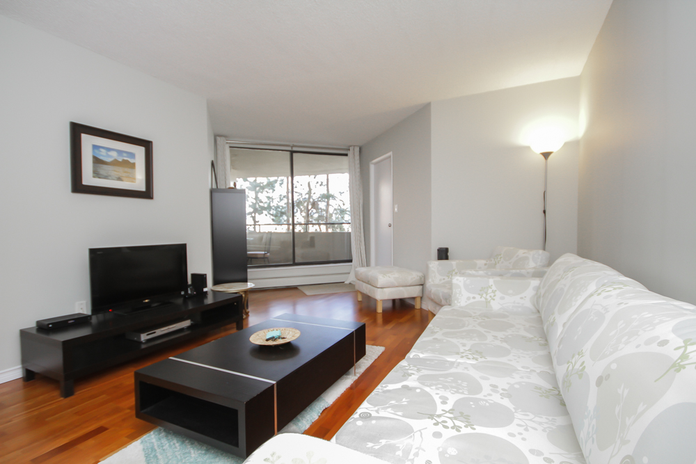 Colonnade One Bedroom Short Term Rental Vancouver - HighStreet Accommodations